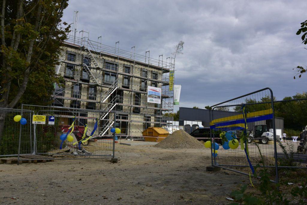 das neue RelAix-Hauptgebäude mit Sommerfest-Dekoration