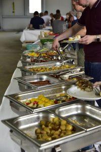 Salatbuffet beim RelAix-Sommerfest