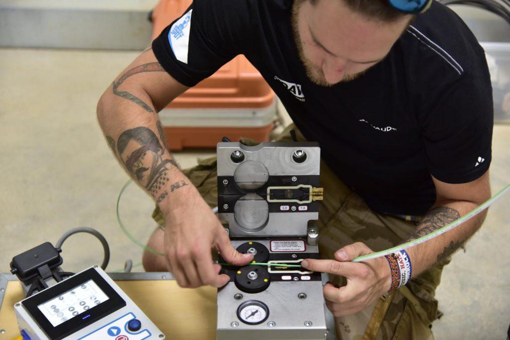 Demonstration Einblasgerät  für Glasfaser-Mikroröhrchen